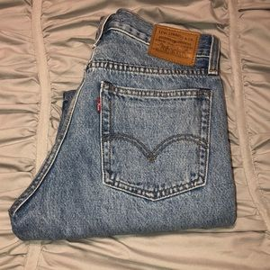 Wedgie fit light wash Levi's (NEVER WORN)